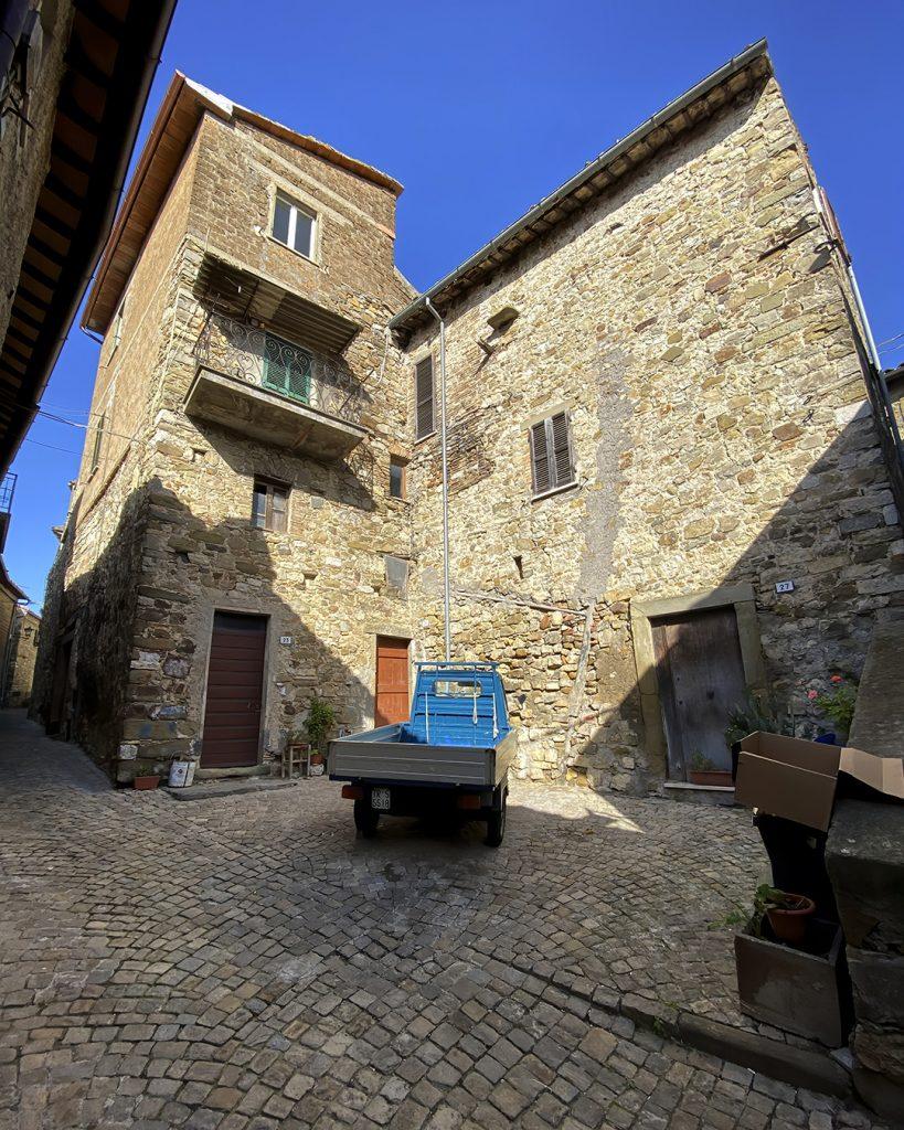 Little Blue Truck, Baschi, Umbria